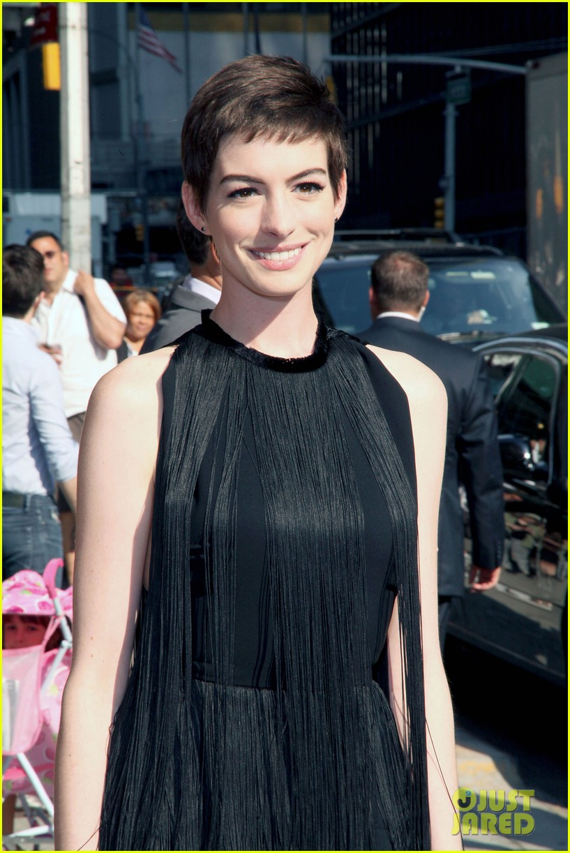 anne hathaway late show with david letterman appearance 042686089
