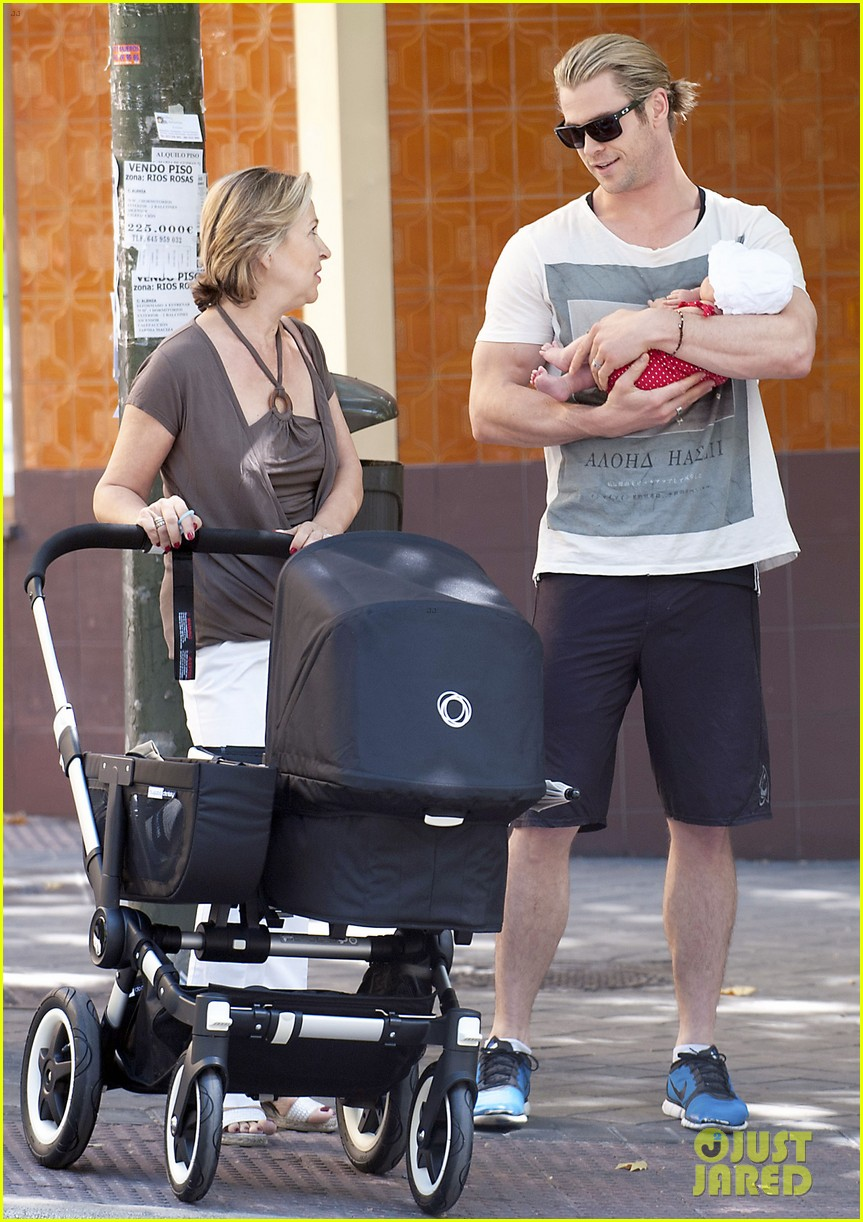 chris hemsworth india daddy daughter time in madrid 01