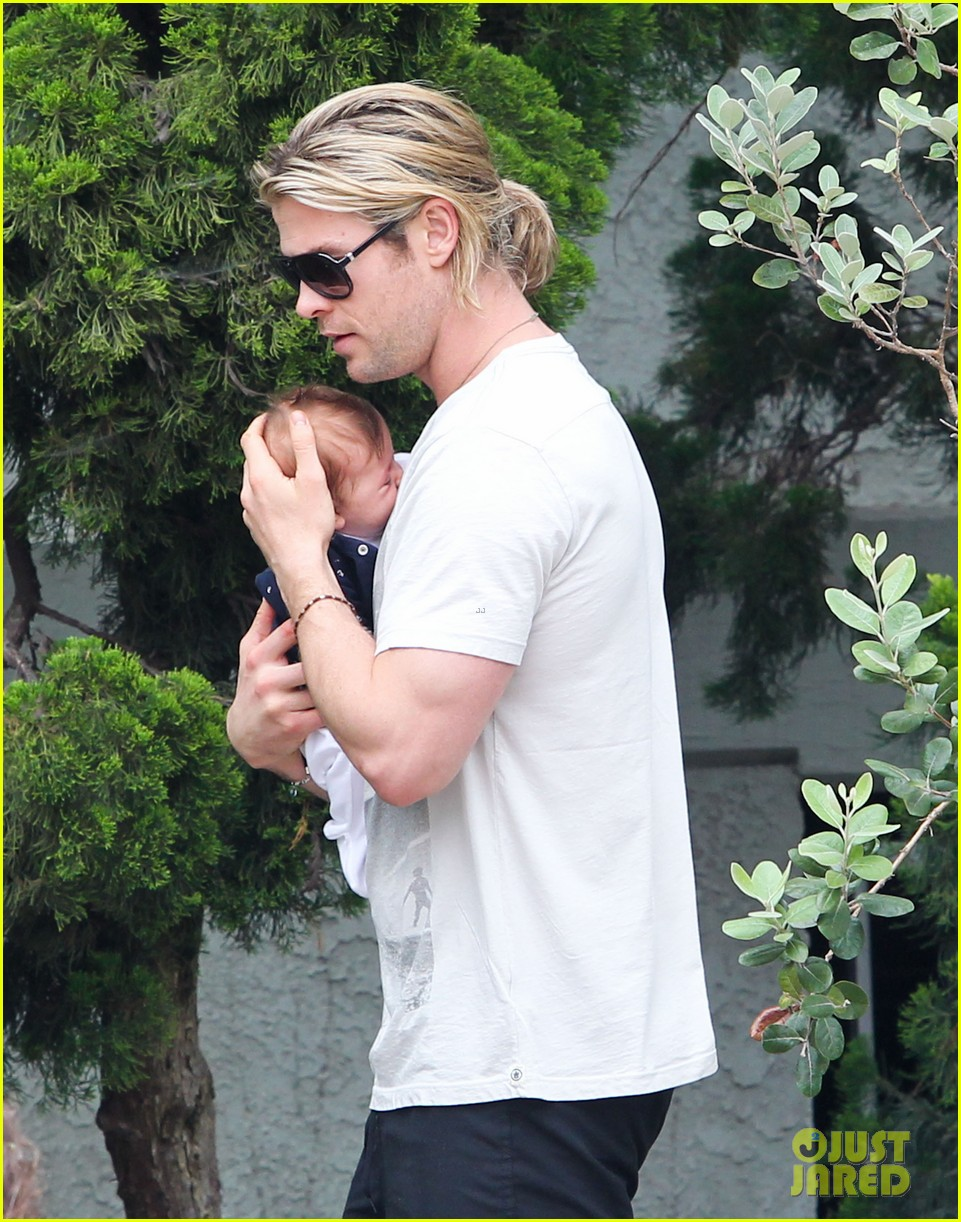 chris hemsworth elsa pataky kafe k india 12