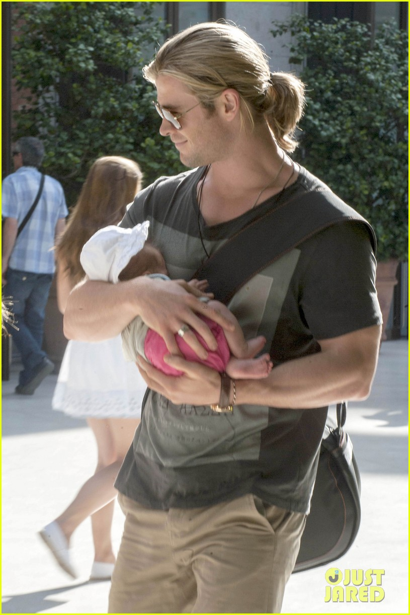 chris hemsworth elsa pataky thyssen museum with india 052683316