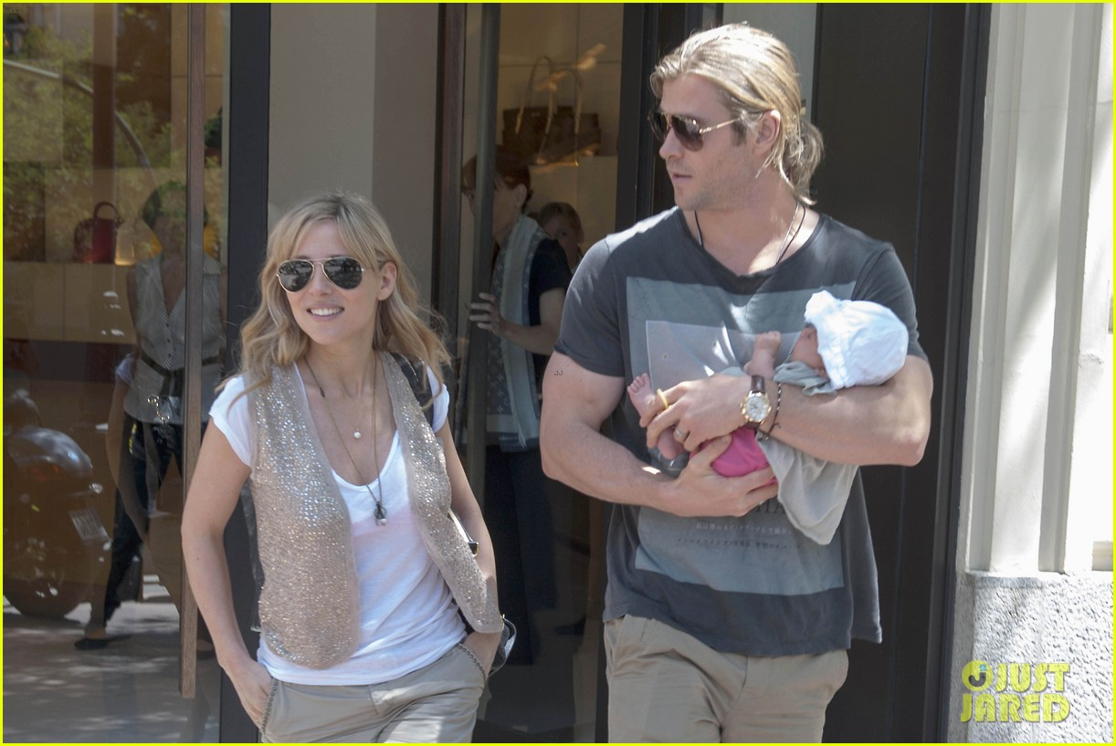 chris hemsworth elsa pataky thyssen museum with india 142683325