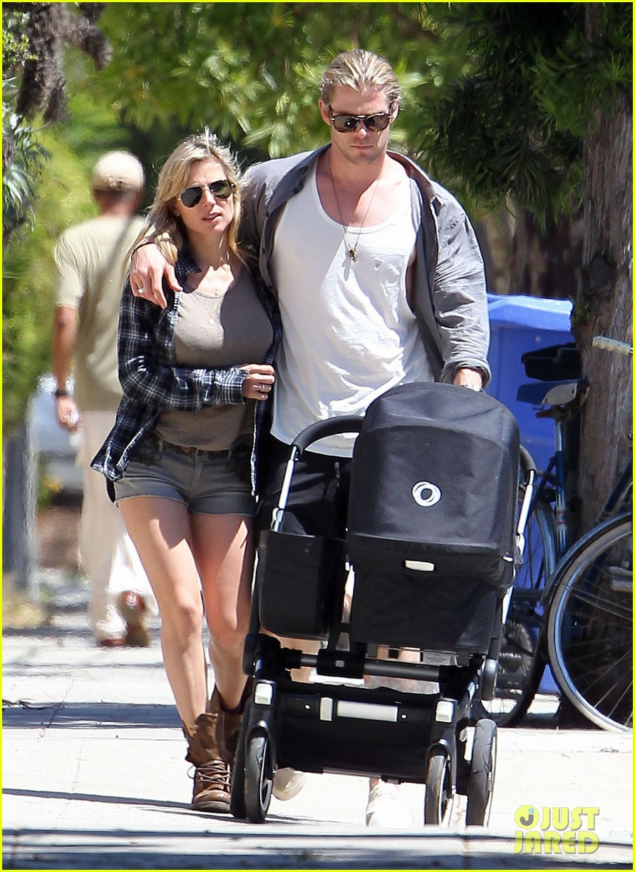 chris hemsworth elsa pataky santa monica stroll with baby india 012688644