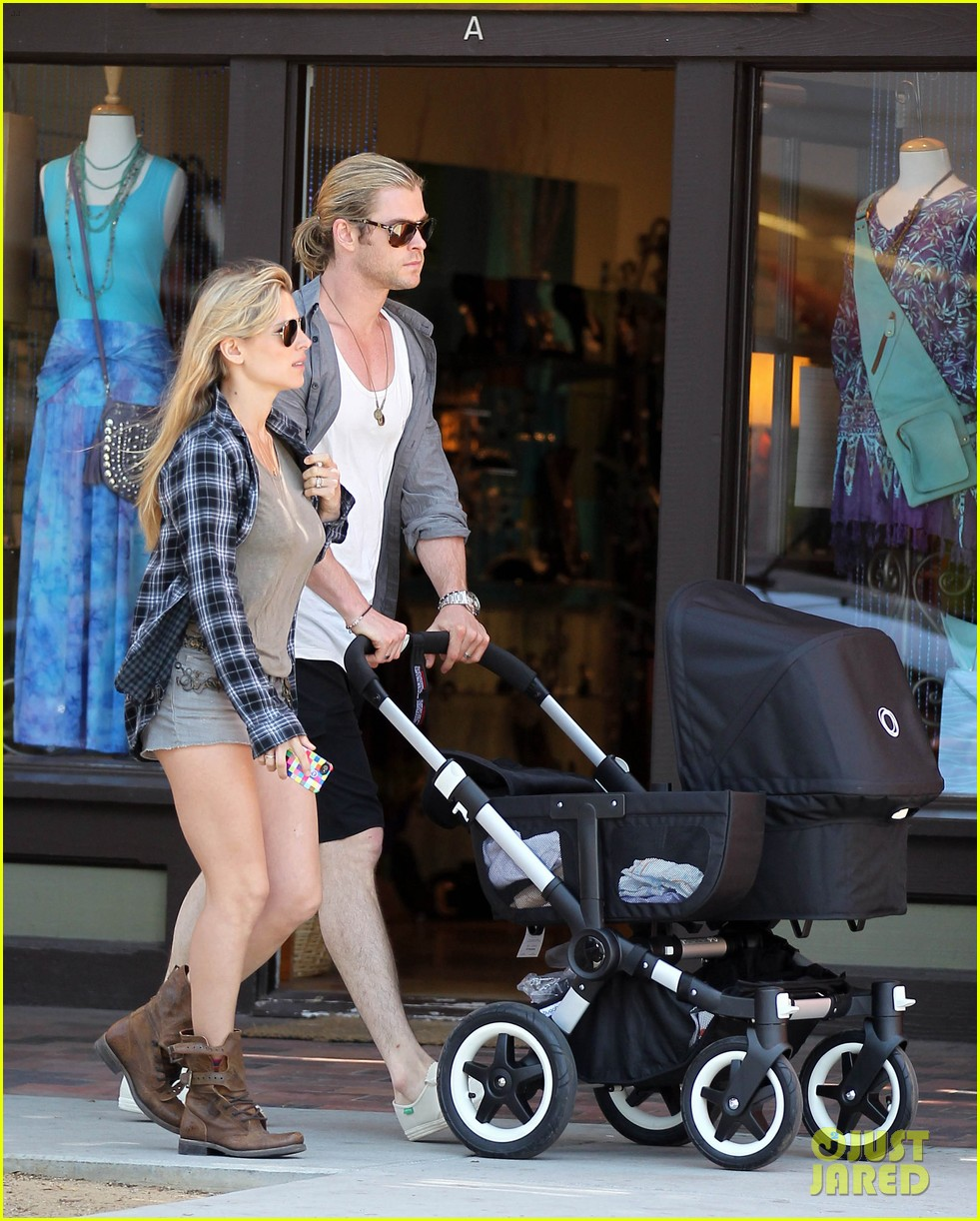 chris hemsworth elsa pataky santa monica stroll with baby india 082688651