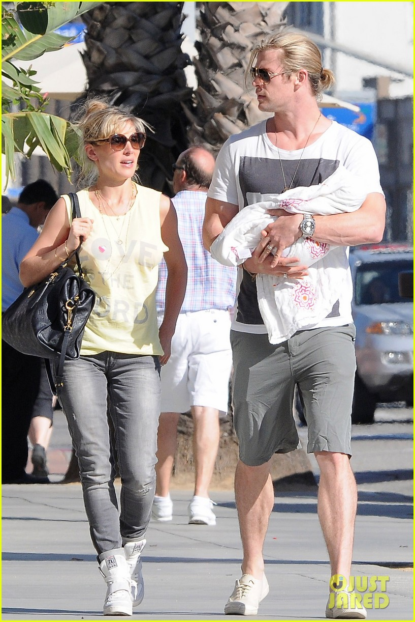 chris hemsworth walk with elsa india 112690087