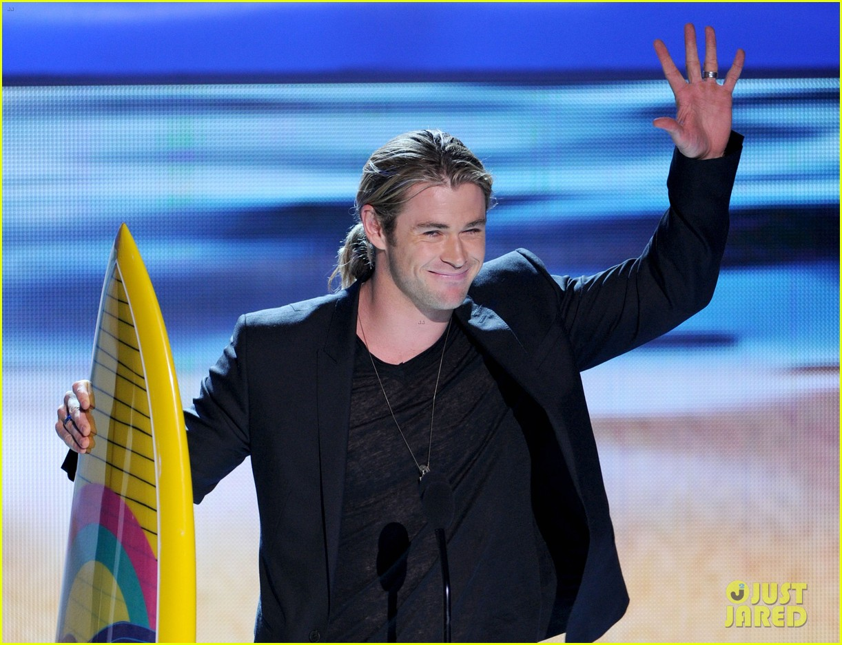 chris hemsworth teen choice awards winner 012690789