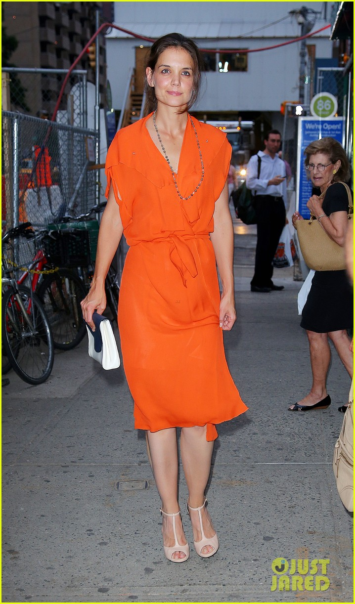 katie holmes coffee with mom 01