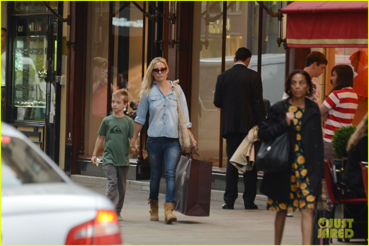kate hudson shopping day with ryder 012683801