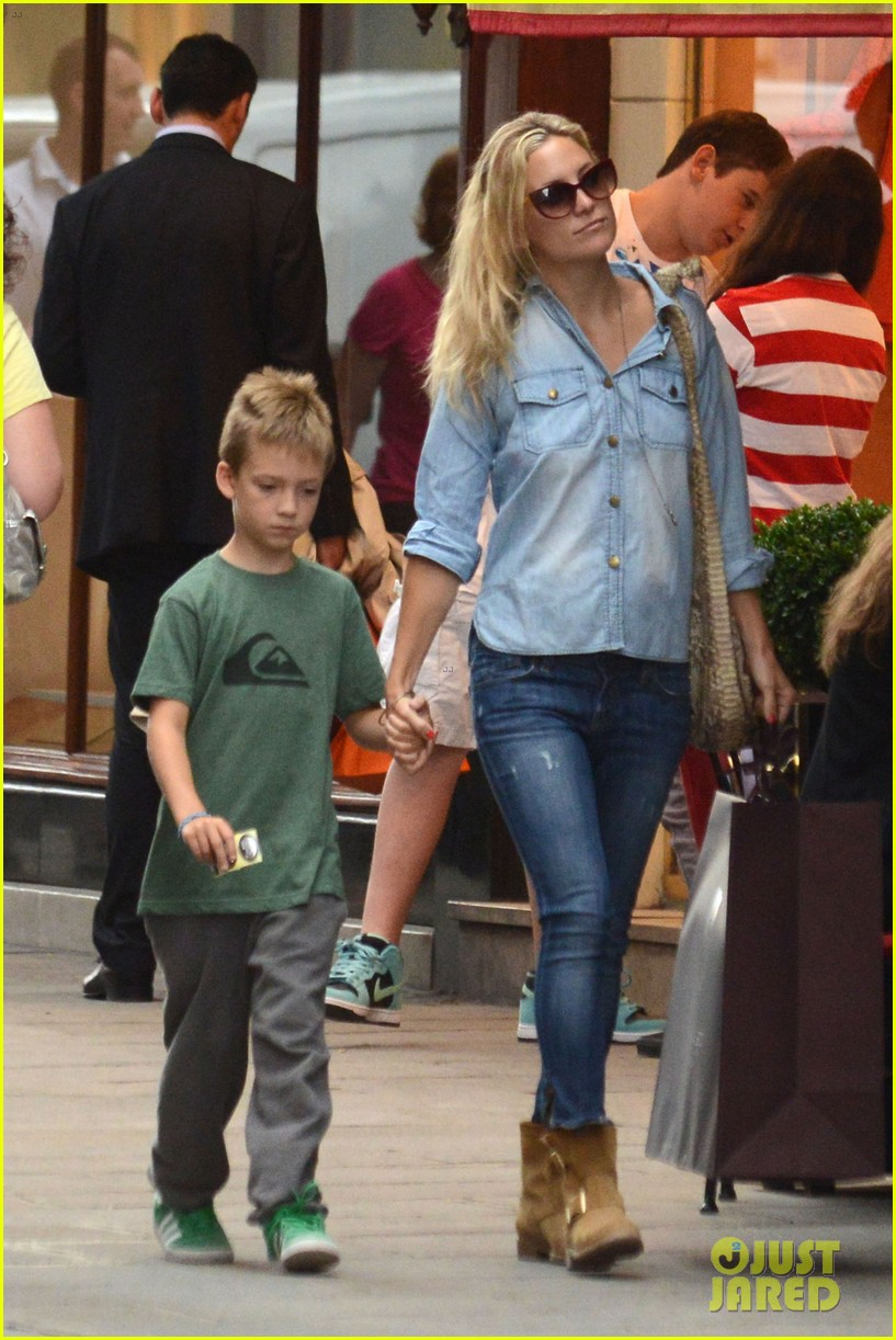 kate hudson shopping day with ryder 022683802