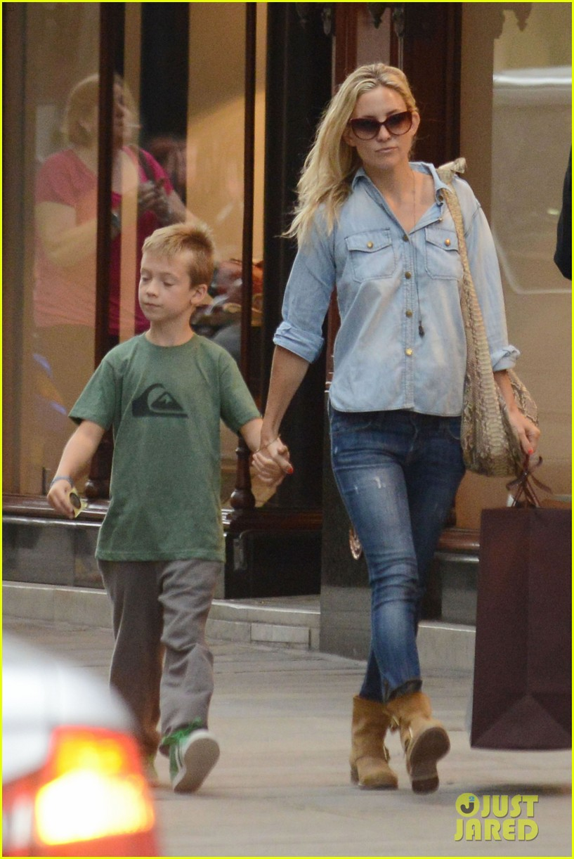 kate hudson shopping day with ryder 052683805