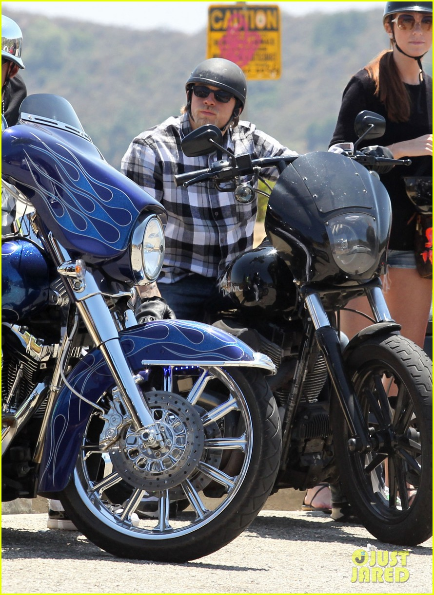 charlie hunnam ice cream pit stop 032682168