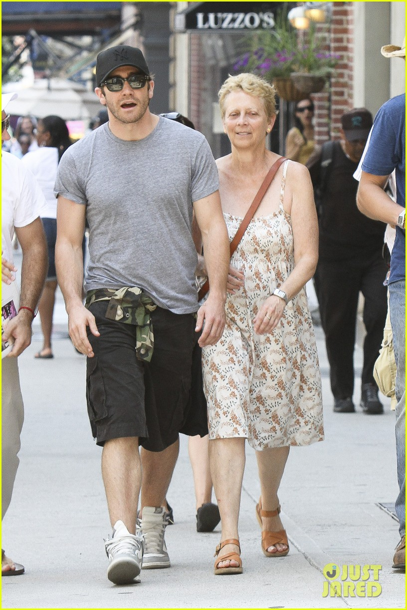 jake gyllenhaal mom naomi very good girls set 062689150