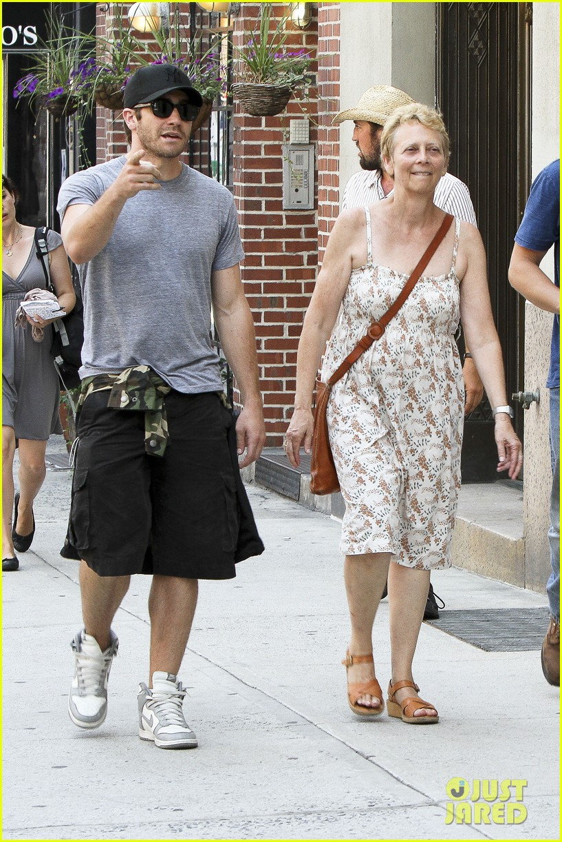 jake gyllenhaal mom naomi very good girls set 092689153