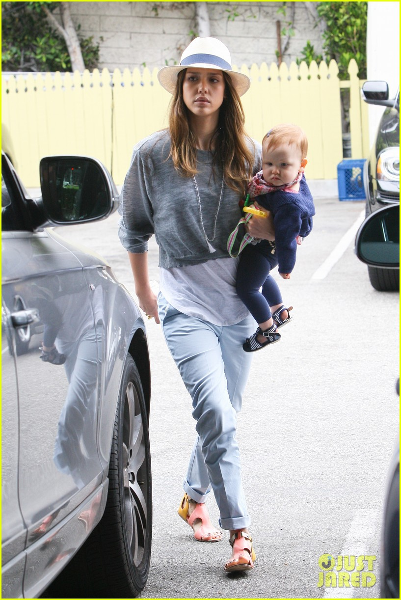 jessica alba fourth of july breakfast family 02