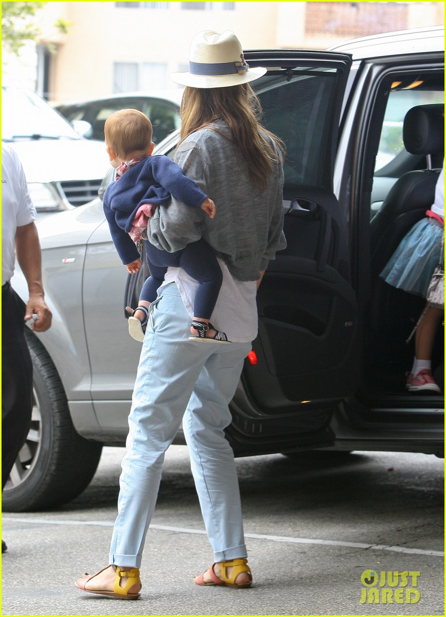jessica alba fourth of july breakfast family 04