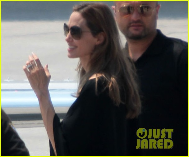 angelina jolie leaves bosnia 012684532