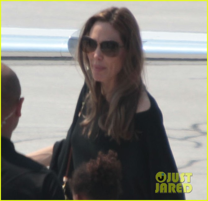angelina jolie leaves bosnia 03