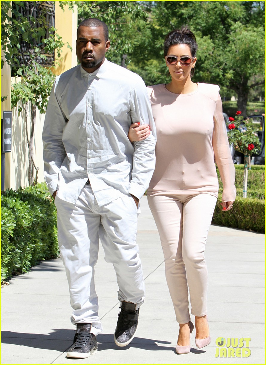 kim kanye out for a walk 07