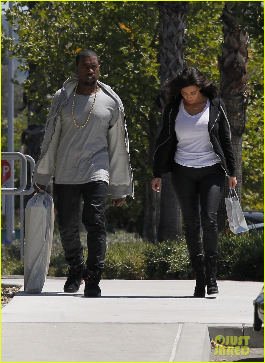 83d76138d5d Kim Kardashian   Kanye West Shop After Penelope s Birth!  Photo 2685123