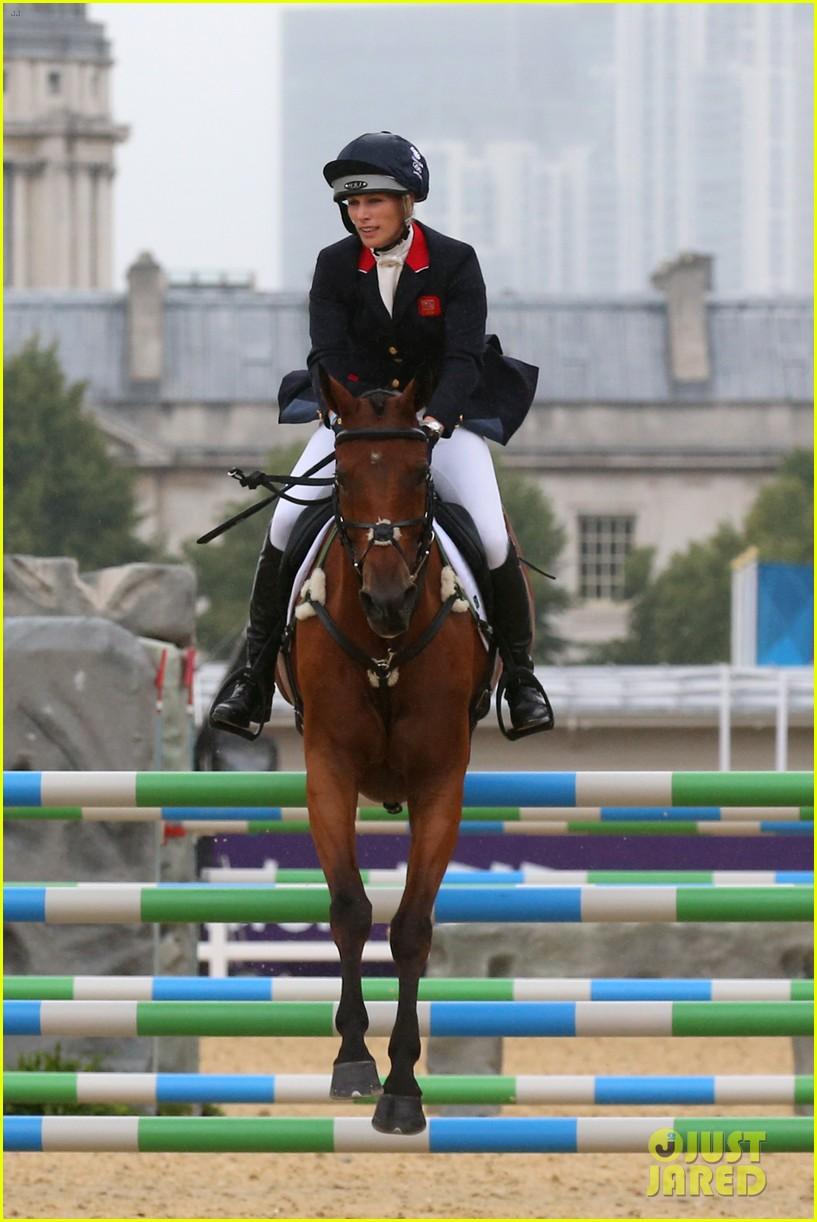 duchess kate prince william watch zara win silver medal 052694769