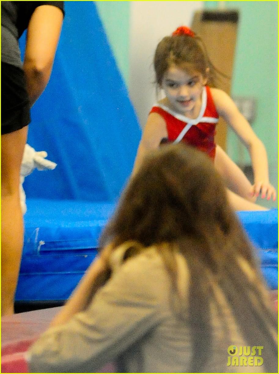 katie holmes suri gymnastics class 04
