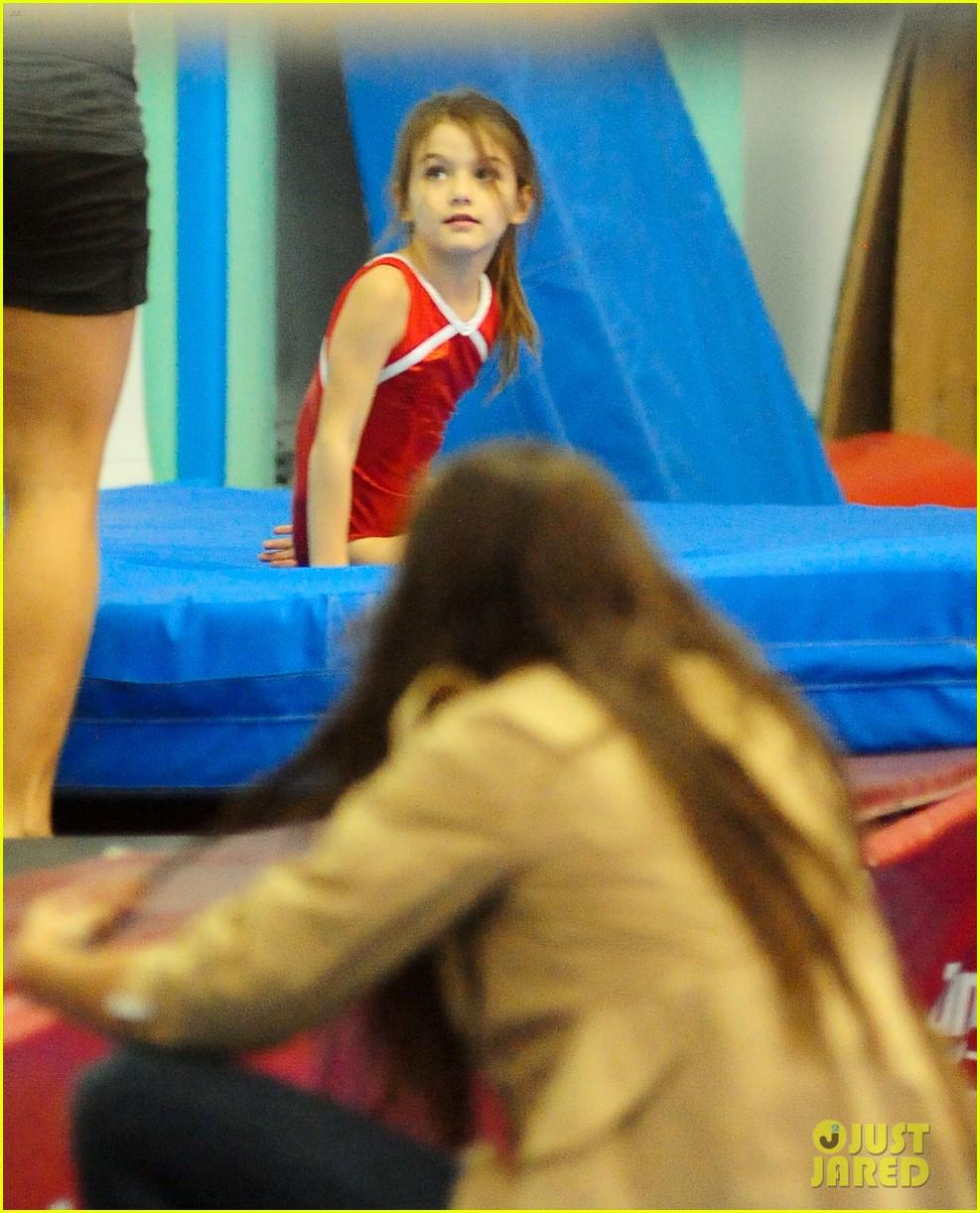 katie holmes suri gymnastics class 05
