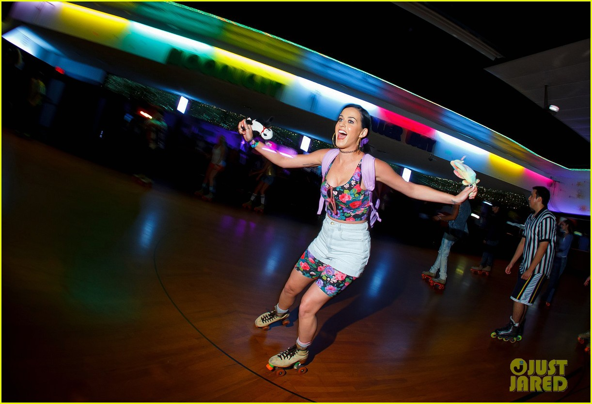katy perry johnny wujek roller skating birthday party 012688402