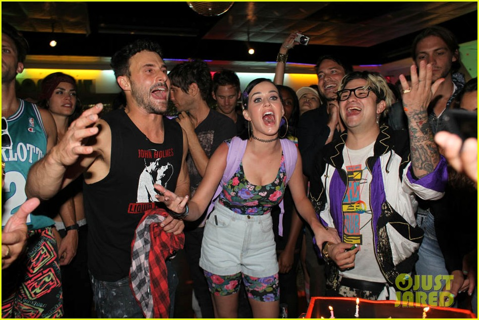katy perry johnny wujek roller skating birthday party 39
