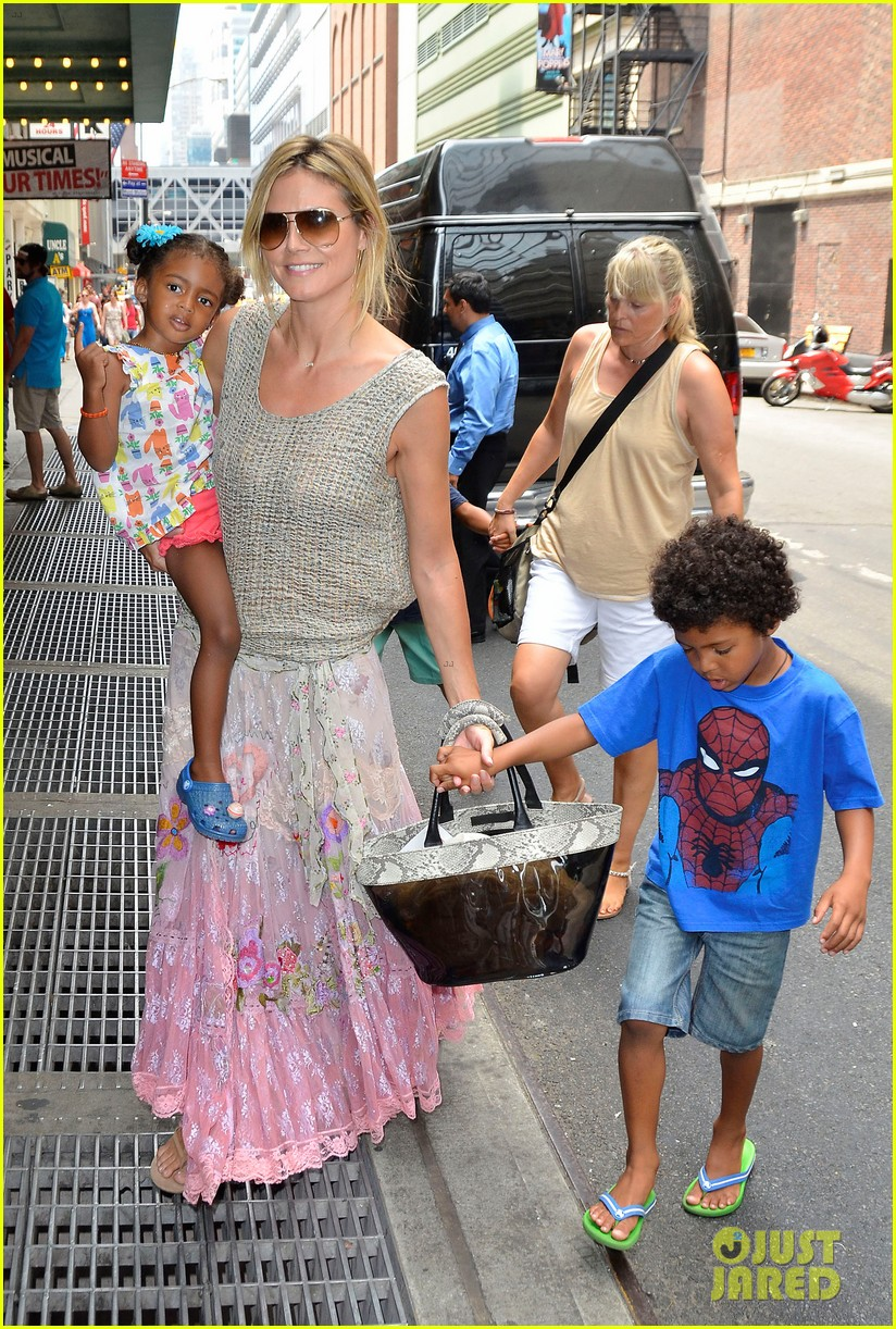 heidi klum broadways newsies with the kids 012684714