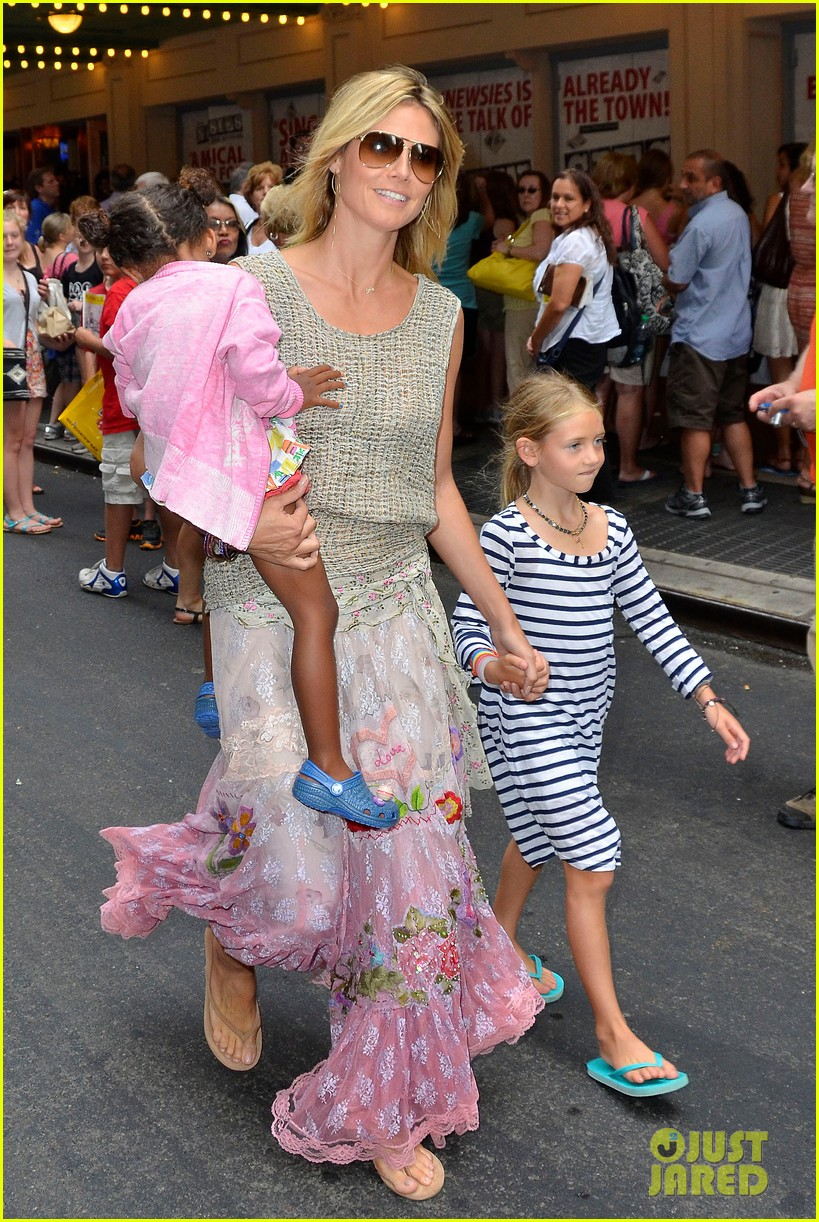 heidi klum broadways newsies with the kids 03