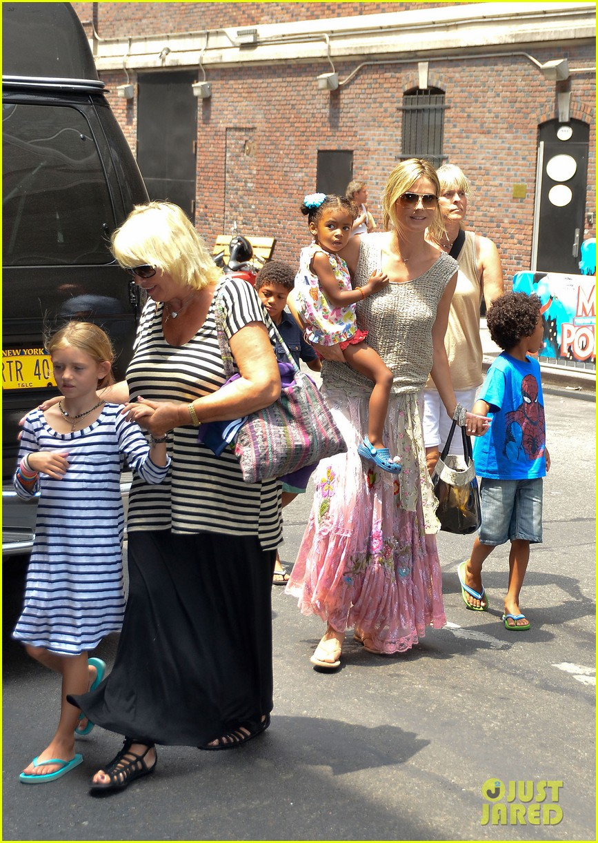 heidi klum broadways newsies with the kids 04