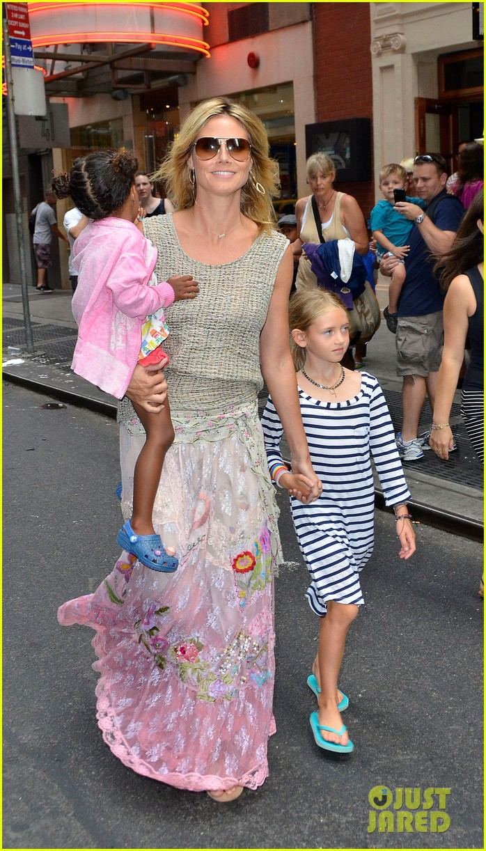 heidi klum broadways newsies with the kids 05