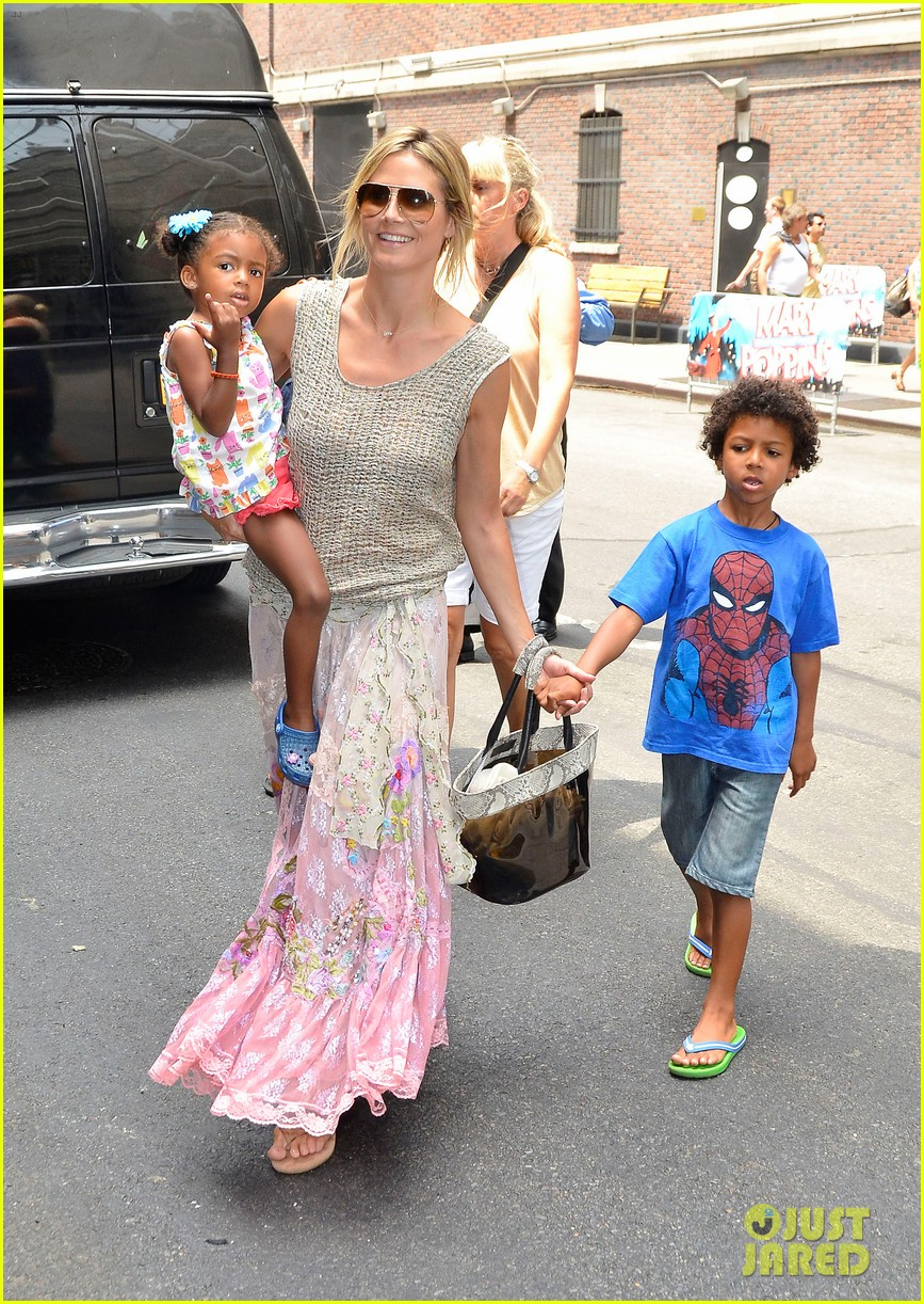 heidi klum broadways newsies with the kids 082684721
