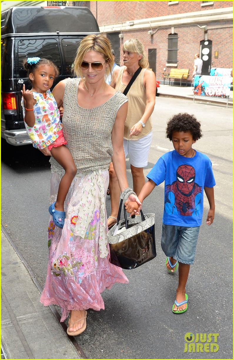 heidi klum broadways newsies with the kids 122684725