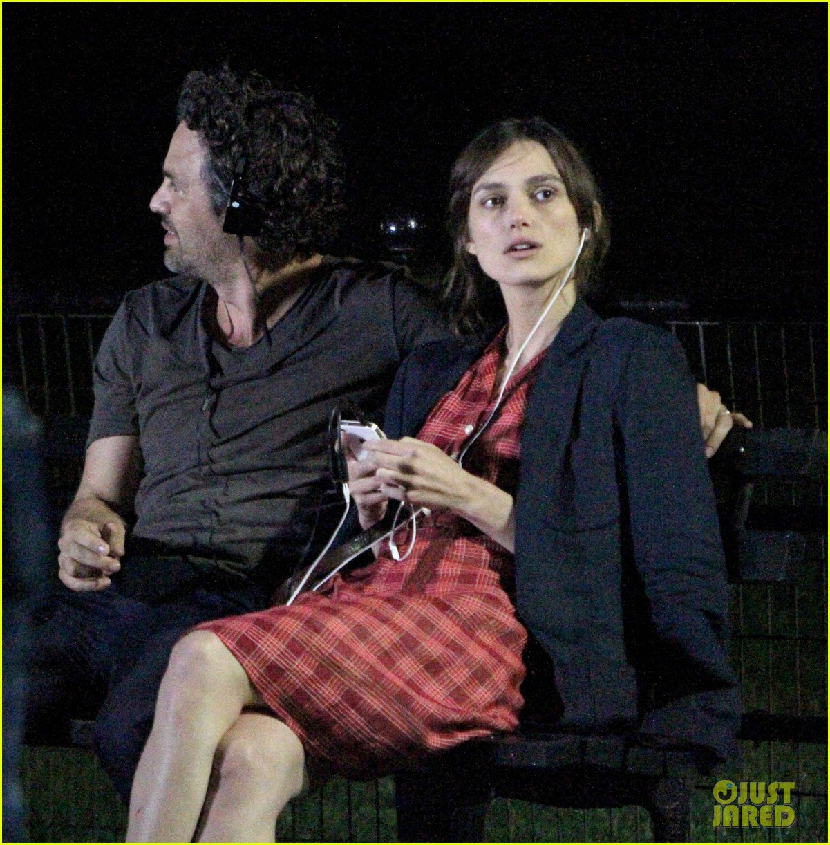 keira knightley playing guitar on song set 022690191