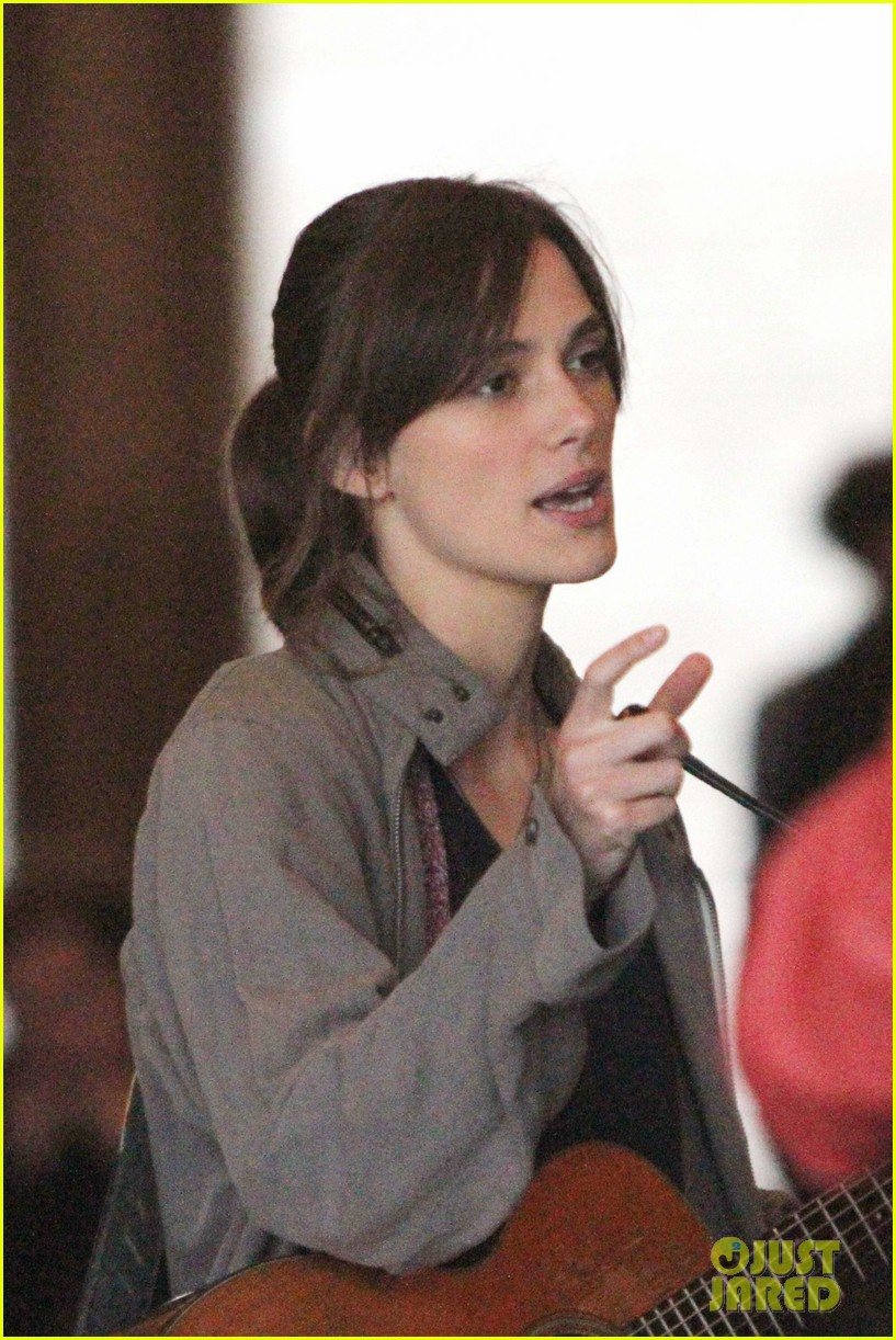 keira knightley playing guitar on song set 04 Keira Knightley