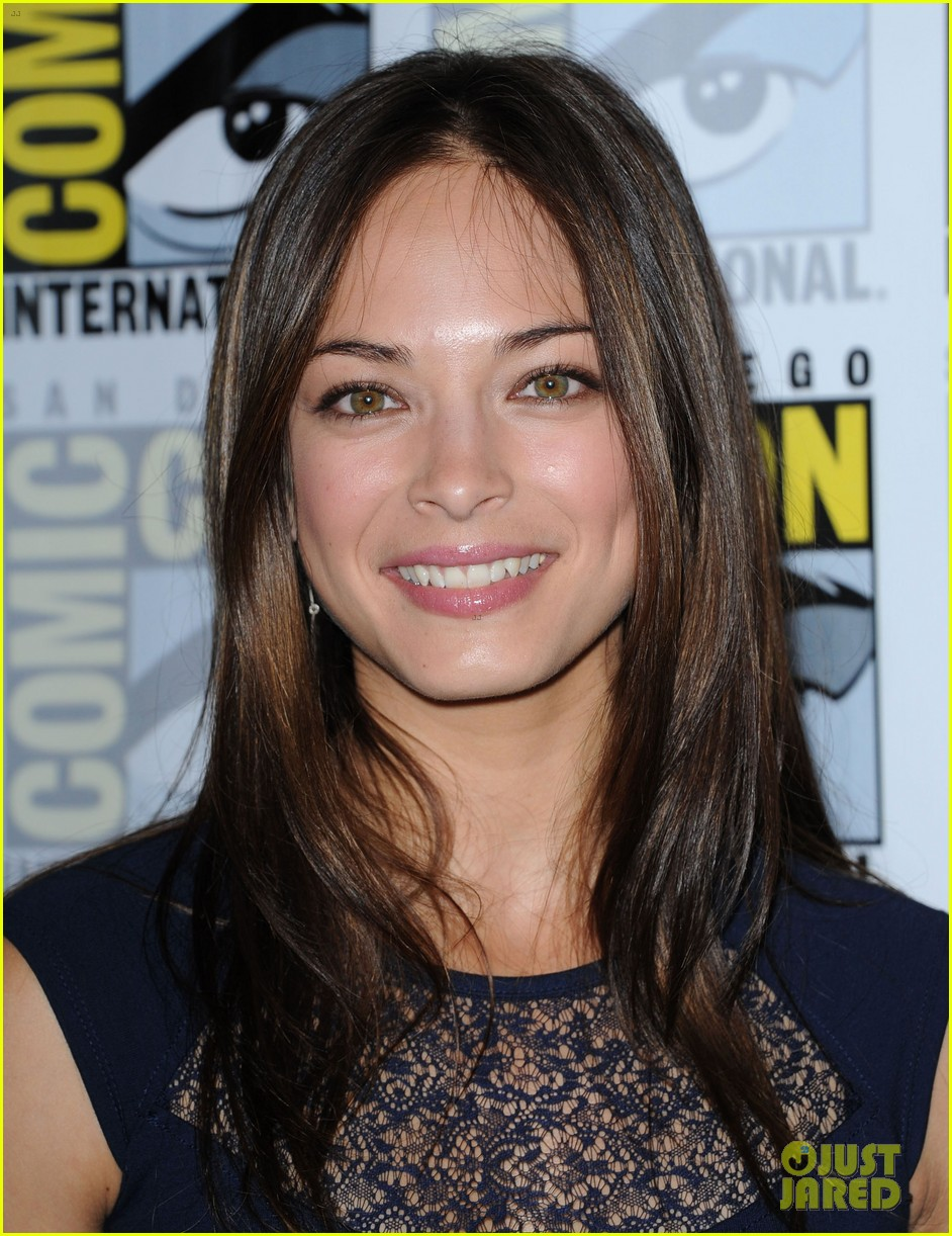 kristin kreuk jay ryan beauty and the beast at comic con 102686706