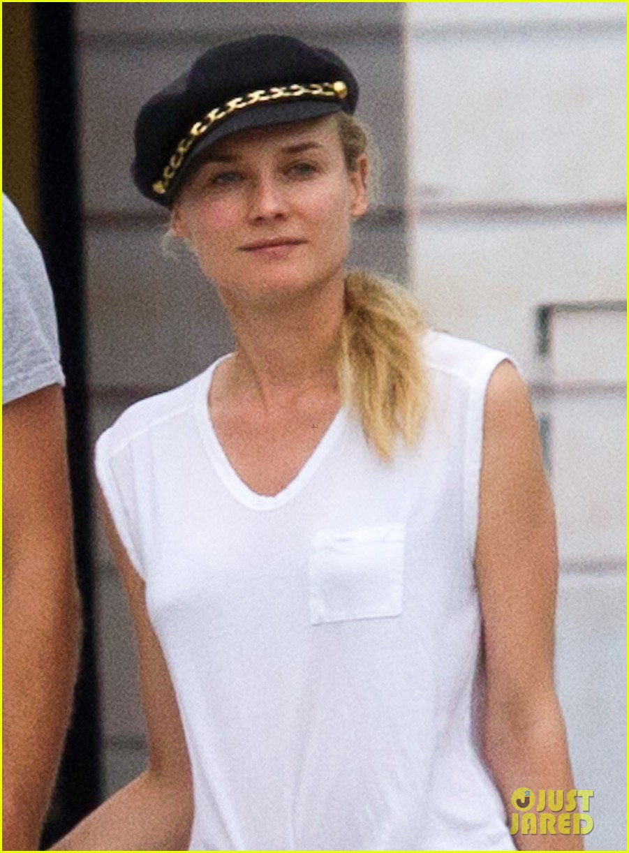 diane kruger joshua jackson carnival couple in paris 02