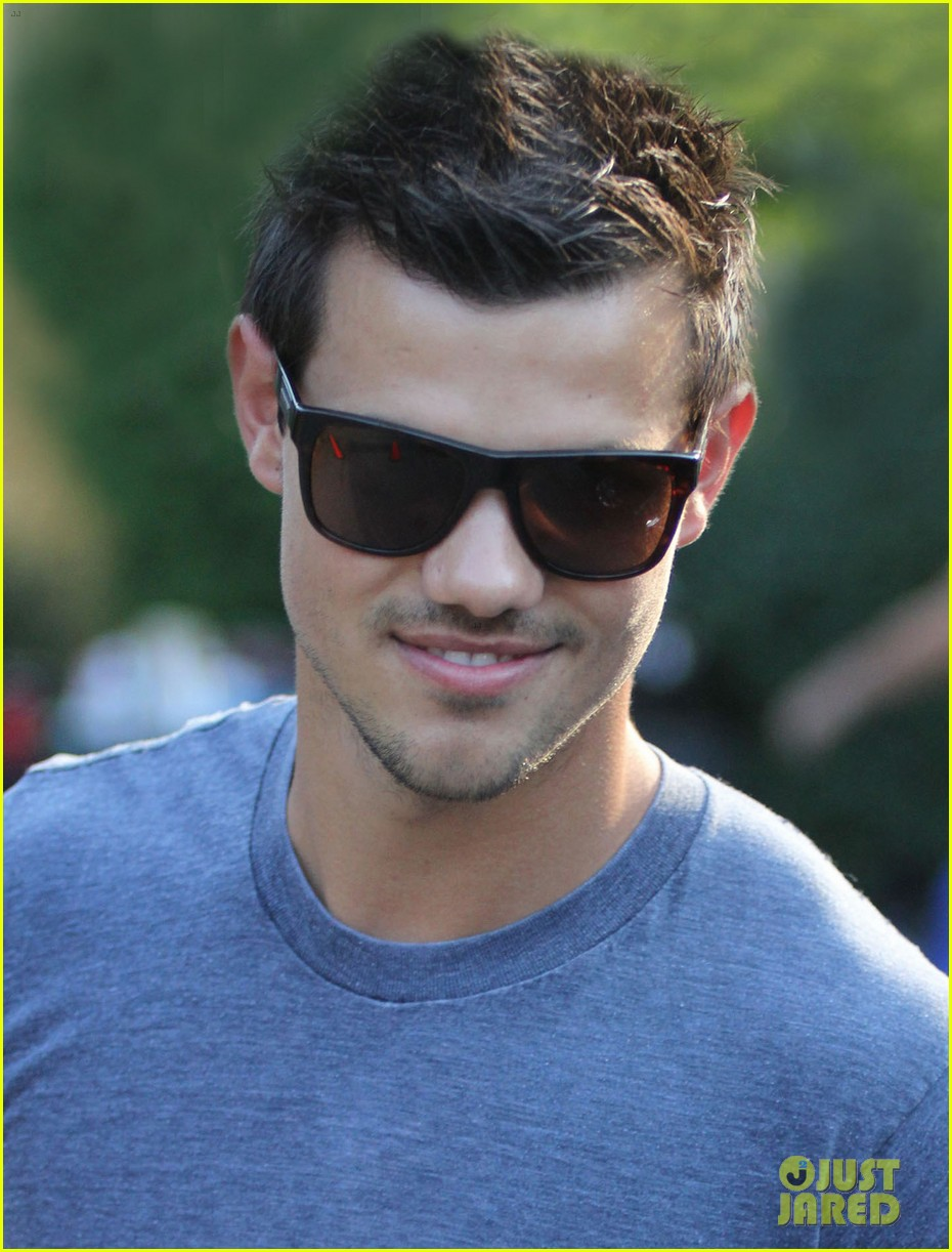 taylor lautner grown ups 2 set with patrick schwarzenegger 032684494