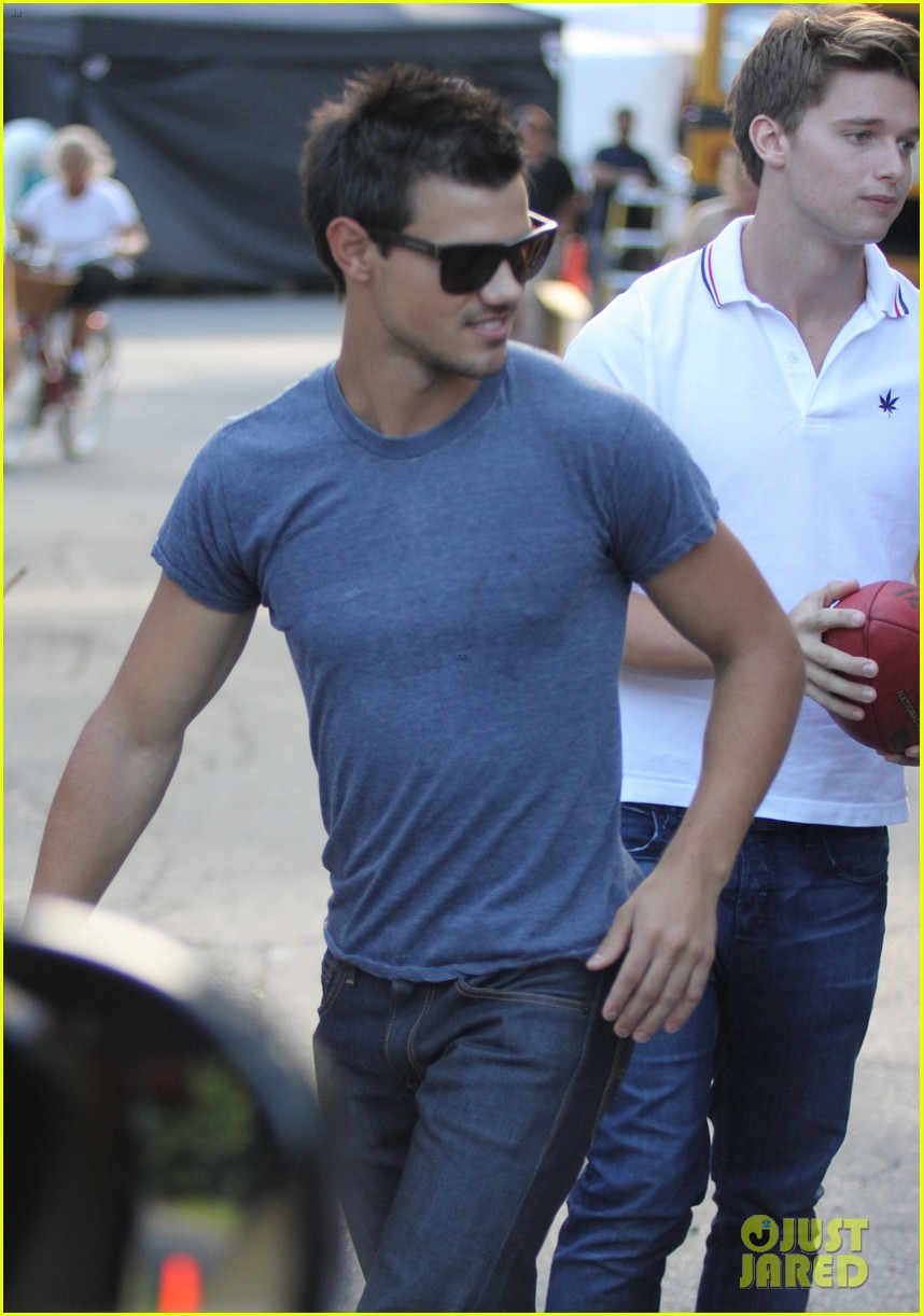 taylor lautner grown ups 2 set with patrick schwarzenegger 072684498