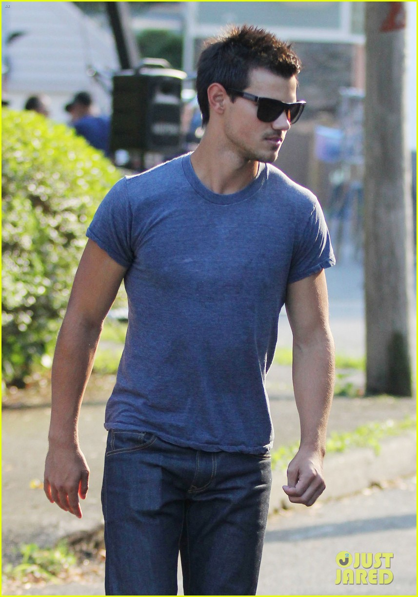 taylor lautner grown ups 2 set with patrick schwarzenegger 102684501
