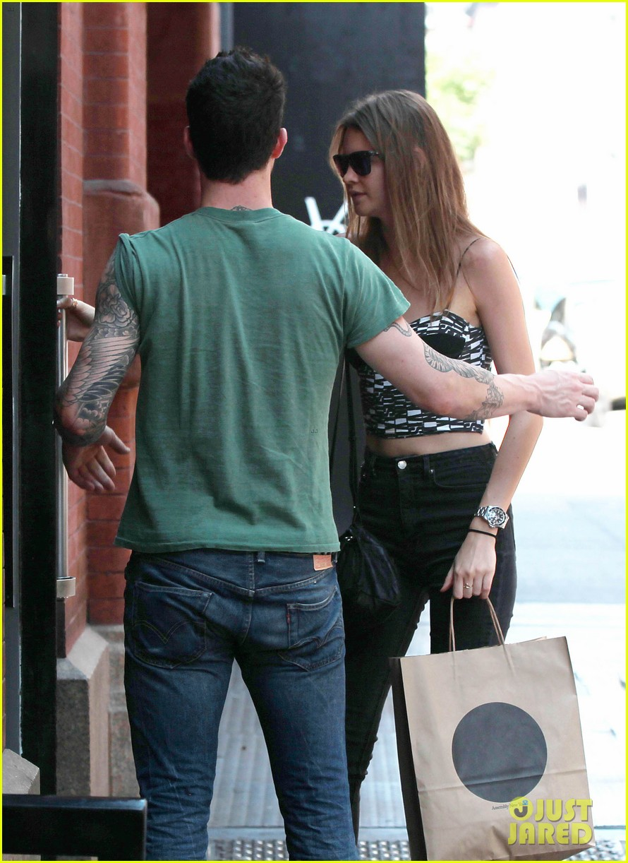 adam levine behati prinsloo big apple babes 04