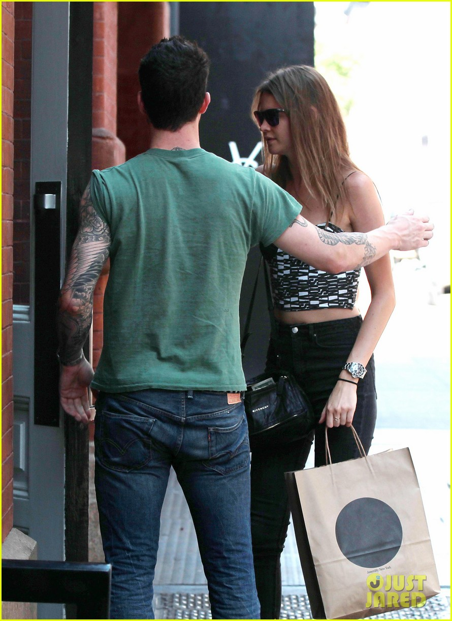 adam levine behati prinsloo big apple babes 122685048
