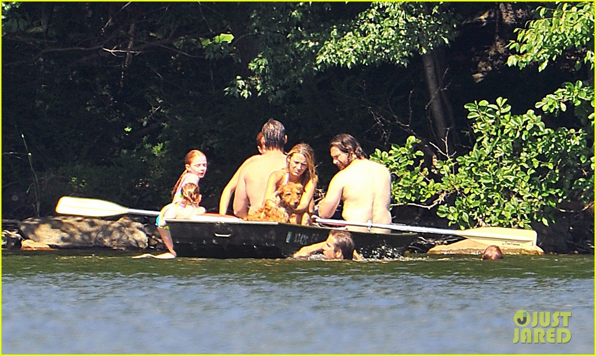 blake lively ryan reynolds fourth of july boat 032684644