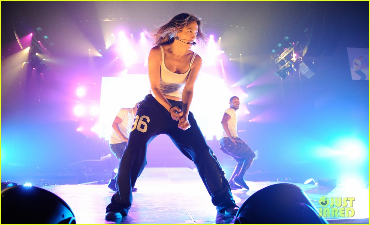 jennifer lopez launches concert tour after american idol exit 04