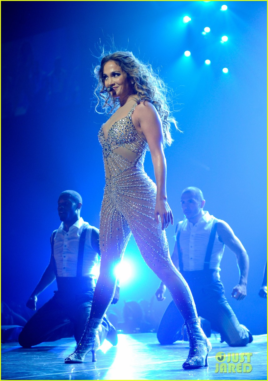 jennifer lopez launches concert tour after american idol exit 07