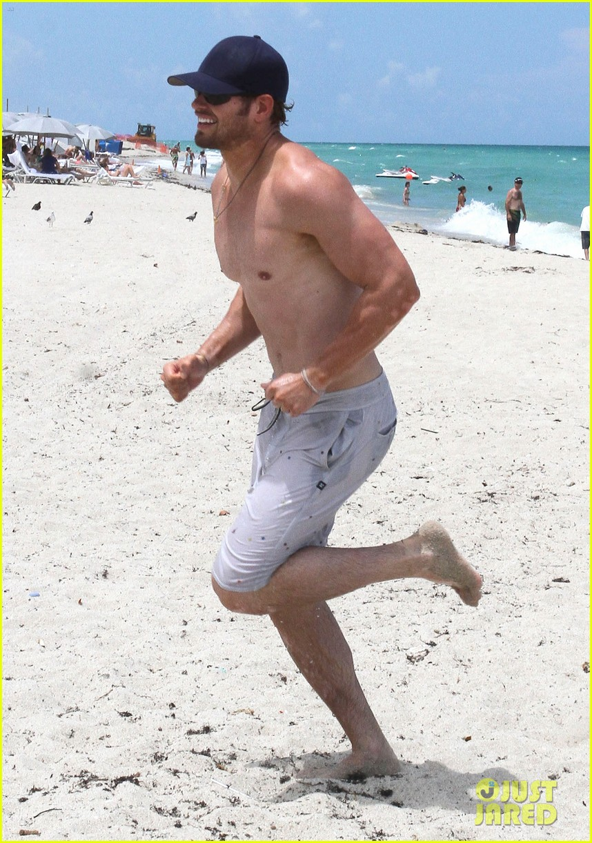 kellan lutz beach day with sharni vinson 11