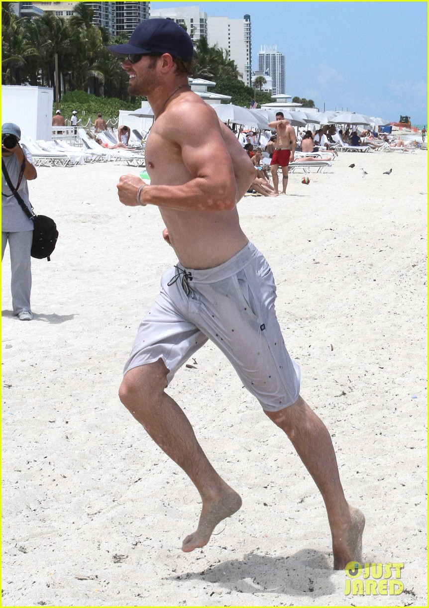 kellan lutz beach day with sharni vinson 142685551