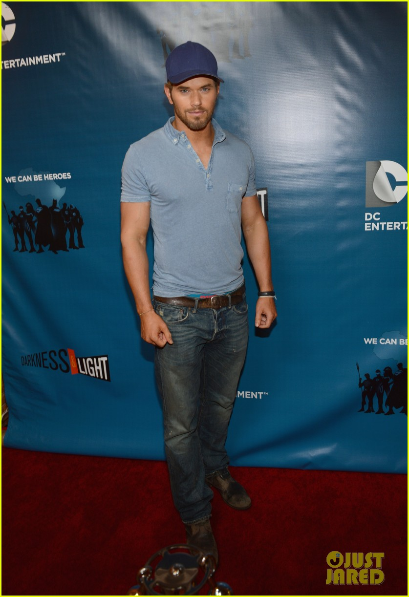 kellan lutz dc entertainment darkness light party 02