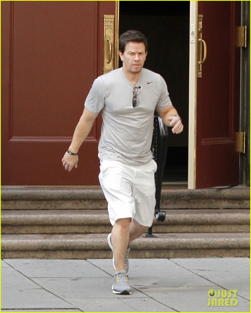 mark wahlberg looks both ways 03
