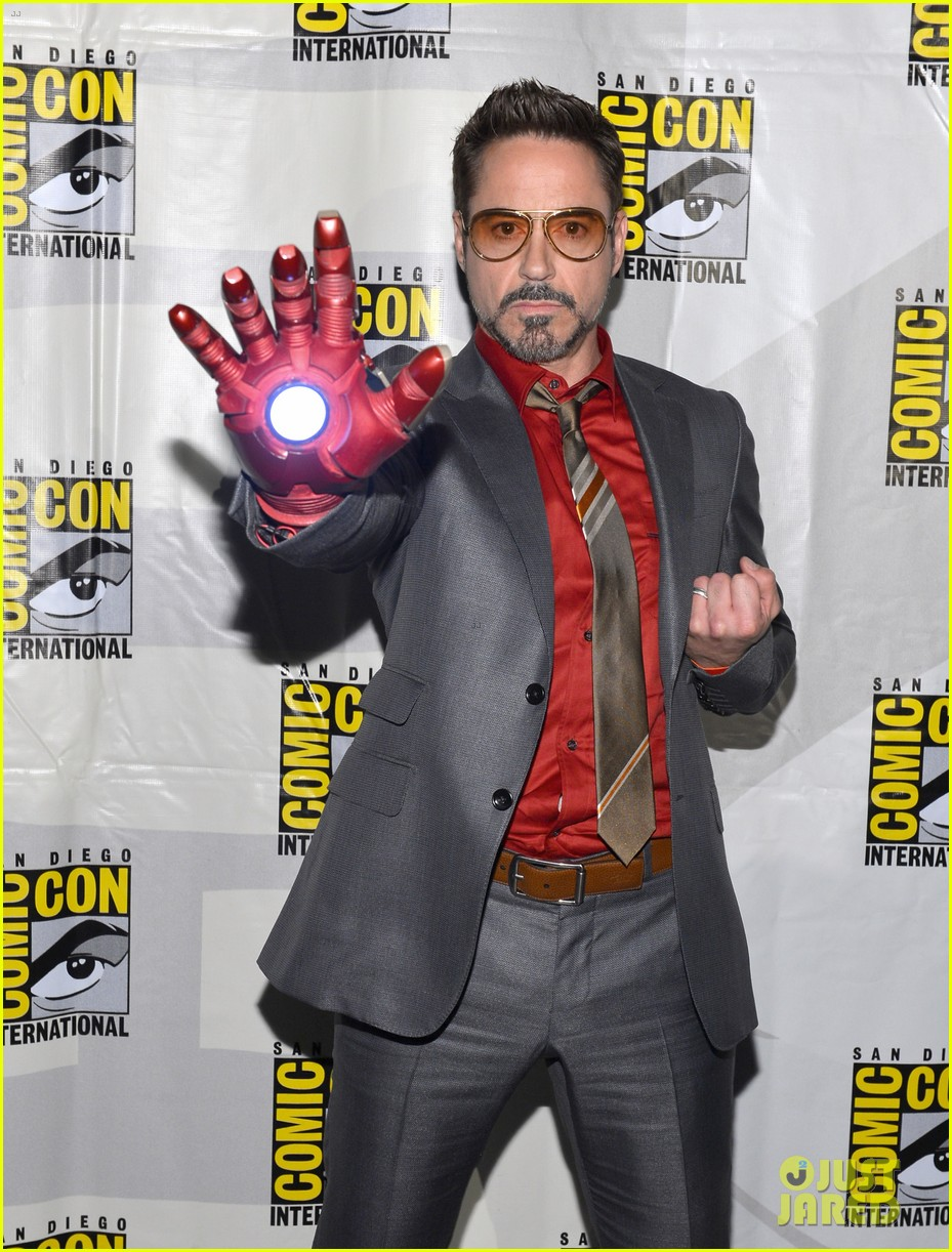 robert downey jr don cheadle marvel panel at comic con 042687612